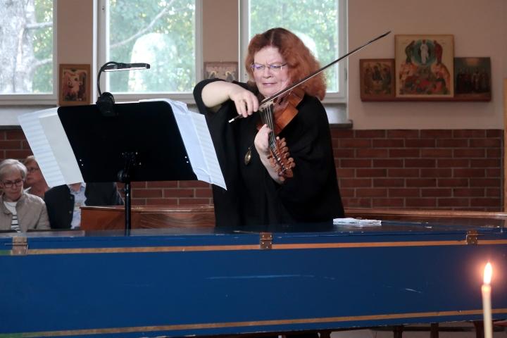 Sirkka-Liisa Kaakinen-Pilch kuvattuna vuonna 2018 Nurmeksen Kesäakatemian konsertissa.