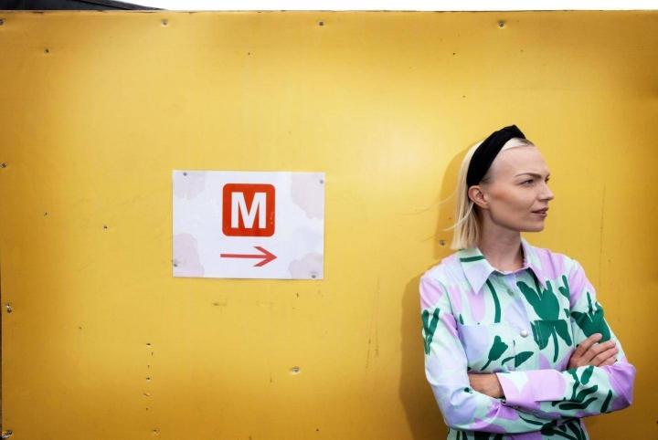 Minja Koskelan tie on vienyt musiikin parista bloggaajaksi ja kirjailijaksi. Nyt hän on kaupunginvaltuutettu.