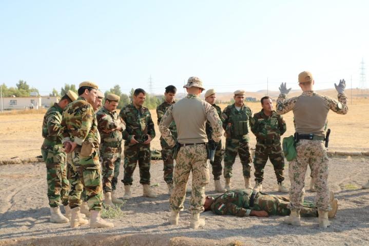 Suomalaisten sotilaiden määrää aiotaan kasvattaa 55:een EU:n sotilaallisen kriisinhallinnan koulutusoperaatiossa Malissa vuoden 2022 aikana. Kuvassa suomalaisia sotilaita koulutustehtävässä Irkain Erbilissä. LEHTIKUVA / handout / Puolustusvoimat