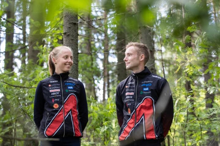 Kalevan Rastin Santeri ja Siiri Silvennoinen ovat molemmat kokeneita Jukolaan osallistujia. Siiri juoksee Venlojen viestin avausosuuden, Santeri puolestaan Jukolan viestin neljännen osuuden.