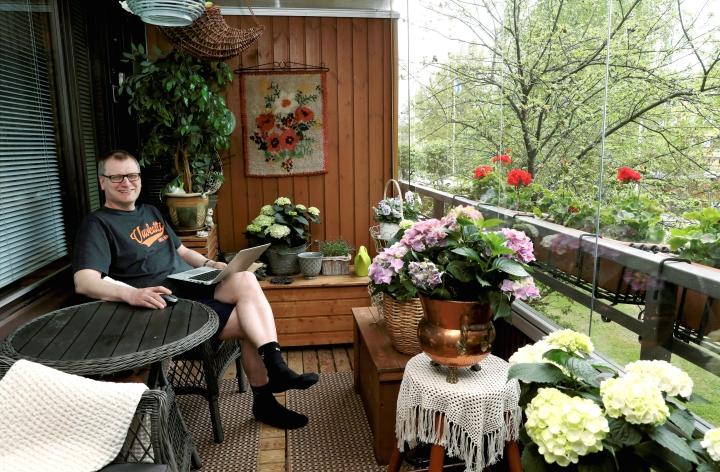 Maakuntaliiton hallintojohtaja Jari Aho oli kesäkuussa etätöissä kotonaan Joensuussa.