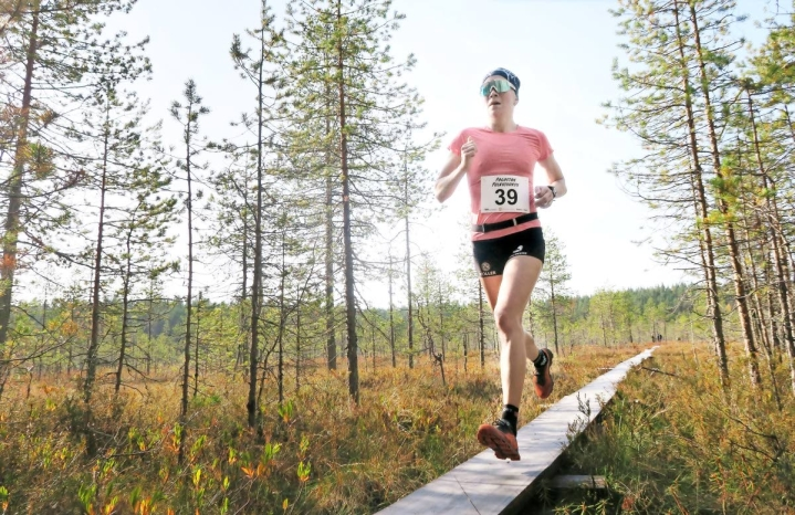Kaisa Mäkäräinen osallistui vuosi sitten Pogostan polkujuoksuun, kun tapahtuma järjestettiin ensimmäisen kerran. Tänä vuonna hän ei ollut mukana vaan on viettänyt viikonloppua Tuusulassa ampumajuoksun SM-kisoissa.