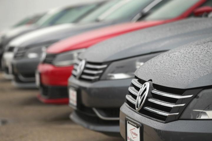 Tulevaisuuden Volkswagen Passateissa on tarjolla vain automaattivaihteisto. Kuva on vuodelta 2015. LEHTIKUVA/AFP