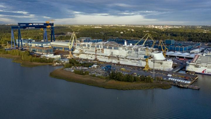 Meyerin telakalla Turussa rakennetaan lähivuosina kolme uutta vartiolaivaa. Kuva on vuodelta 2020. LEHTIKUVA / RONI LEHTI
