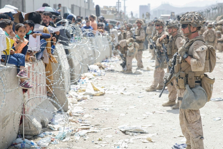 Yhdysvallat on neuvonut kansalaisiaan välttämään Afganistanin pääkaupungin Kabulin lentokenttää. LEHTIKUVA/AFP