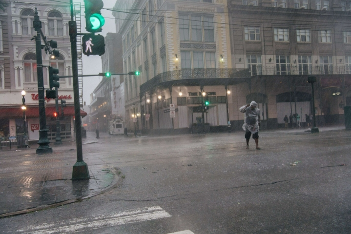 Koko New Orleansin kaupungista katkesivat sähköt Idan edetessä Louisianan osavaltiossa. LEHTIKUVA / AFP