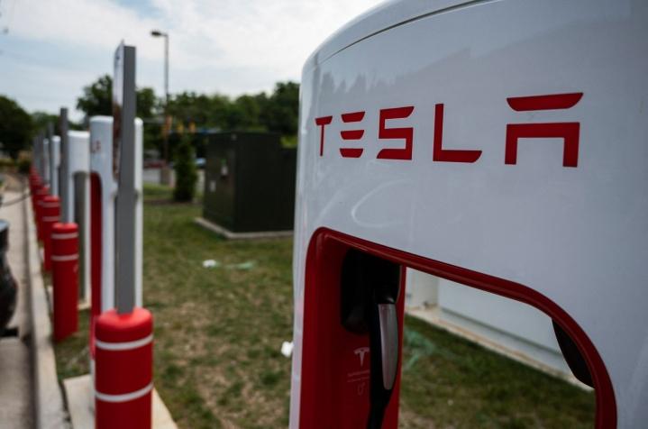 Yhdysvaltain viranomaisten mukaan Teslan Autopilot-toiminto on ollut osallisena 11 onnettomuudessa. LEHTIKUVA / AFP