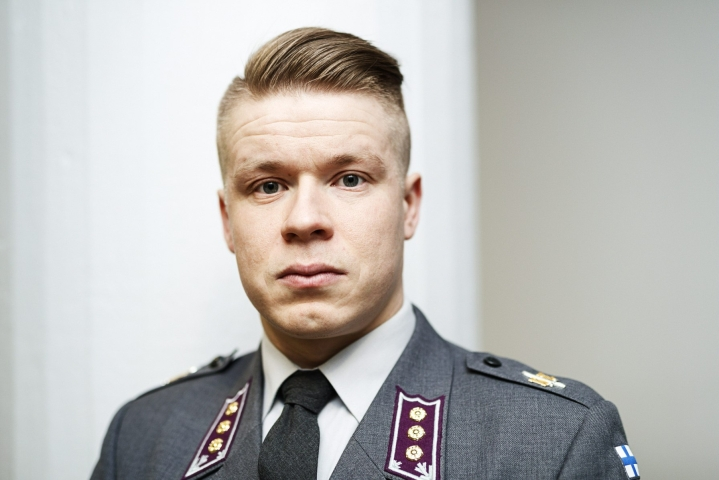 Apulaissotilasprofessori, majuri Antti Paronen arvioi, että Kabulin räjähdyksissä voi olla kyse Isisin iskusta. LEHTIKUVA / RONI REKOMAA