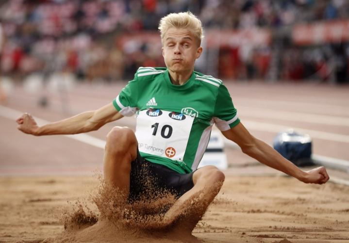 Vasta 16-vuotias Kasperi Vehmaa ponnisti pituuden mestariksi. LEHTIKUVA / Kalle Parkkinen