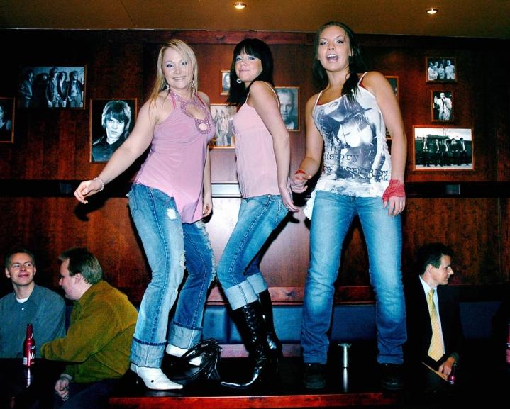 Yökerho Giggling Marlin avattiin Koskikadulle vuonna 2004. Siitä saakka liiketilan pöydillä on tanssittu, vaan tanssitaanko enää tulevaisuudessa?