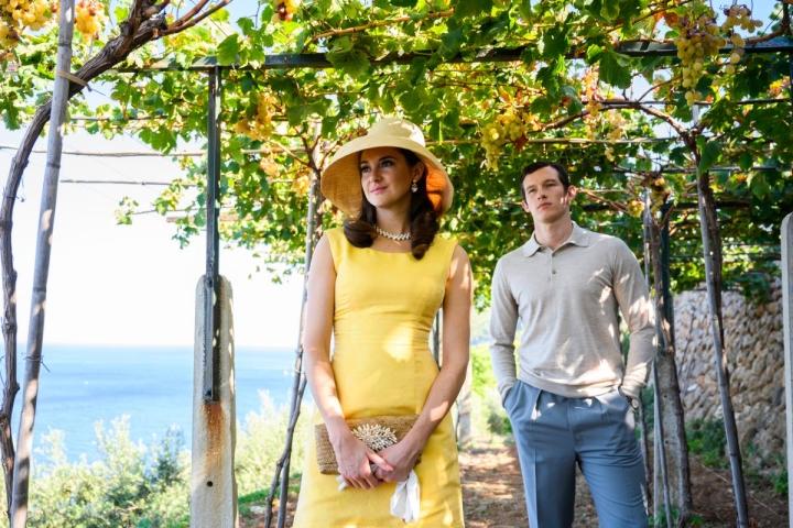 Shailene Woodleyn näyttelemä Jennifer ja Callum Turnerin näyttelemä Anthony rakastavat Rivieralla.