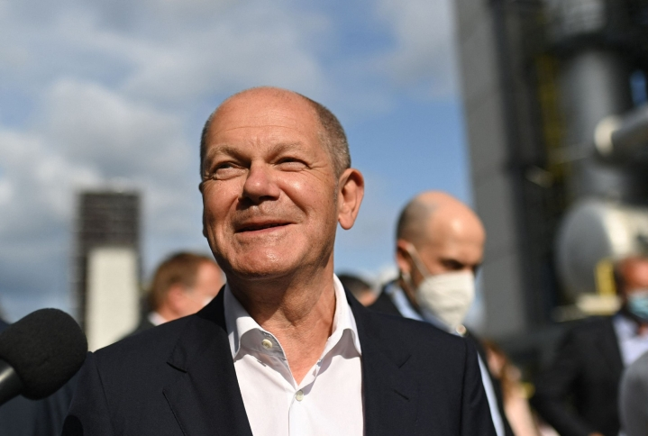 Euroopan suurimman talouden Saksan talous ylsi huhti-kesäkuussa odotuksia suurempaan kasvuun. Kuvassa Saksan valtiovarainministeri Olaf Scholz. LEHTIKUVA/AFP