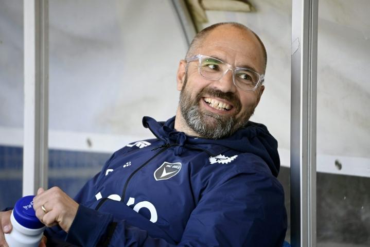 Jyrki Aholan luotsaama AC Oulu nousi tappioasemasta tasapeliin FC Lahtea vastaan. LEHTIKUVA / Markku Ulander