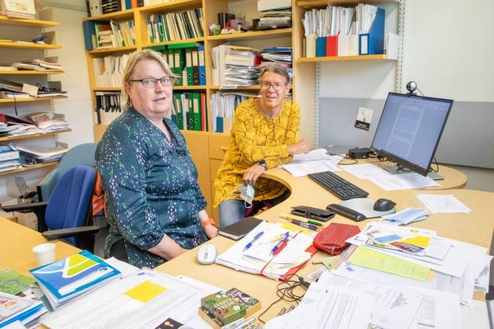 Professori Heli Peltola ja Ari Laurén pitävät yhdessä työskentelystä. Silloin syntyvät parhaimmat ideat.