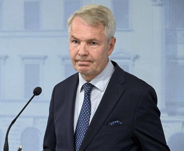 Ulkoministeri Pekka Haavisto kertoi, että 18 Suomen kansalaista on lennätetty Afganistanin pääkaupungista Kabulista Qatarin pääkaupunkiin Dohaan. LEHTIKUVA / Heikki Saukkomaa