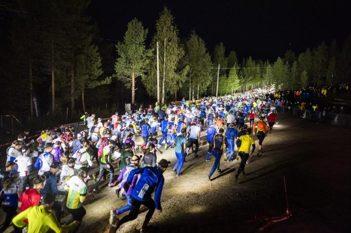 Jukolan viestin lähtöä Rovaniemellä. LEHTIKUVA / JOUNI PORSANGER