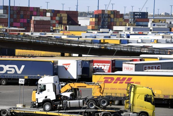 Tullin ulkomaankauppatilastojen mukaan Suomen vienti oli arvoltaan 5,6 miljardia euroa.  LEHTIKUVA / VESA MOILANEN