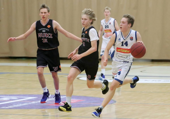 Arkistokuvassa 19-vuotiaiden SM-sarjaottelussa kuvattu Katajan oma kasvatti Eemil Tuononen teki lauantaina onnistuneen debyytin seuran miesten edustusjoukkueessa.