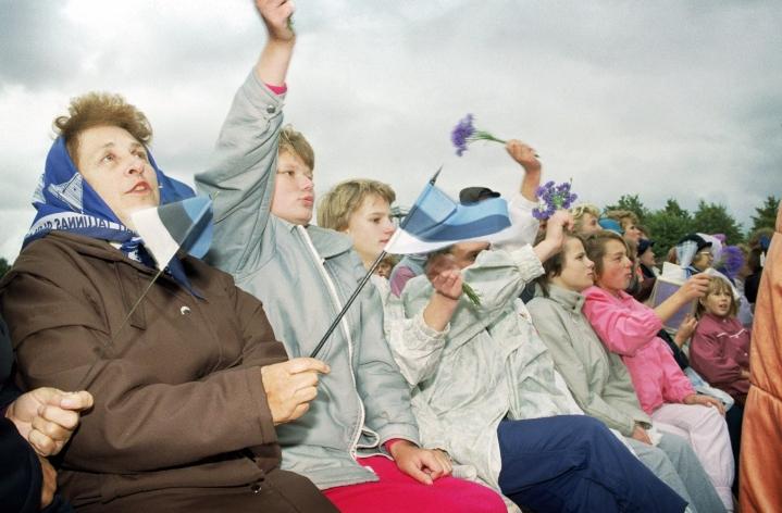 Virossa 20. elokuuta on uudelleenitsenäistymisen päivä ja kansallinen juhlapäivä. LEHTIKUVA / PETRI PUROMIES