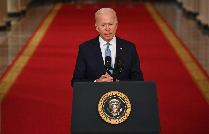 Biden perusteli Afganistan-päätöstään sillä, että valittavana oli joko lähtö maasta tai konfliktin laajeneminen. LEHTIKUVA / AFP