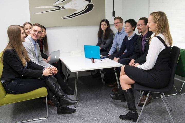Osassa lakiesityksestä annetuista lausunnoista muistutetaan, että korkeakoulut tarvitsevat lisää resursseja, jos ulkomaalaisten opiskelijoiden ja tutkijoiden määrää kasvatetaan. Kuva on arkistokuva.