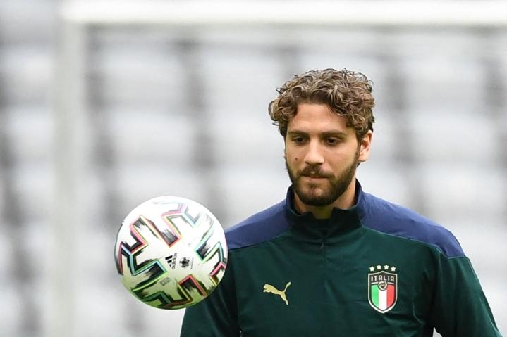 Kesän EM-turnauksessa Manuel Locatelli teki viidessä ottelussa kaksi maalia. LEHTIKUVA / AFP