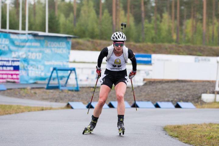 Suvi Minkkinen kilpailee viikonloppuna Tshekissä rulla-ampumahiihdon MM-kisoissa. Minkkinen kuvattuna lajin SM-kisoissa Kontiolahdella syksyllä 2019.