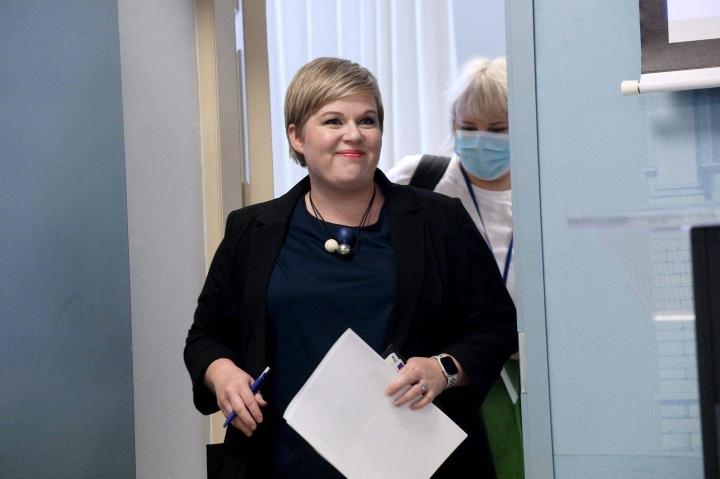 Annika Saarikko (kesk.) ei sulje pois hallitusyhteistyötä perussuomalaisten uuden johdon kanssa.