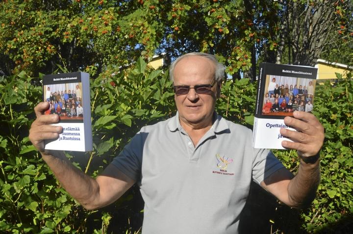 Heikki Mansikkaniemi kertoo kirjassaan opettajan elämästä Suomessa ja Ruotsissa tiukasti omien  kokemustensa pohjalta.