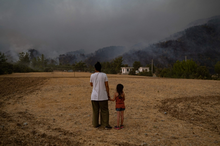 Lähes puolet maailman lapsista on äärimmäisessä vaarassa ilmastokriisin vuoksi. AFP / YASIN AKGÜL