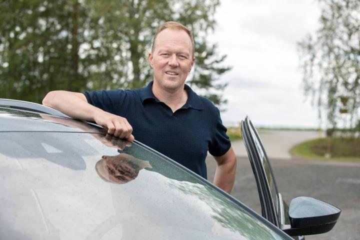 Kiteen Pallon menestysvuosien pelinjohtaja Pasi Varonen työskentelee Veljekset Laakkosella uusien Skoda-autojen myyntipäällikkönä.