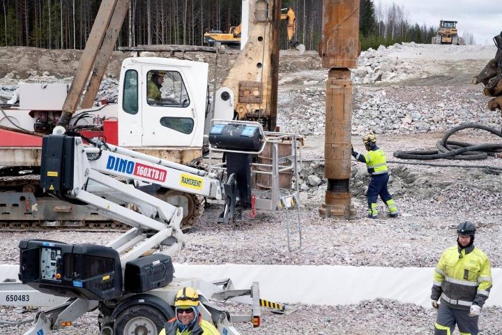 Destia on yksi Suomen suurimmista liikenneväyliä rakentavista ja kunnossapitävistä yrityksistä. Arkistokuvassa rakennetaan Kirri–Tikkakoski-moottoritietä Jyväskylässä.