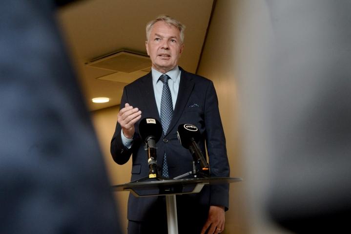 Haavisto kommentoi asiaa poistuttuaan ulkoasiainvaliokunnan kokouksesta. LEHTIKUVA / MIKKO STIG