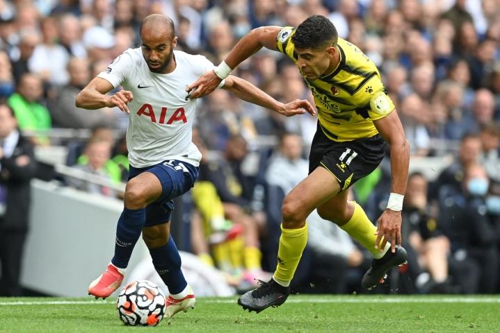 Tottenhamin Lucas Moura ja Watfordin Adam Masina. Lehtikuva/AFP