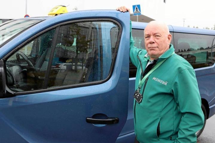 Taksiyrittäjä Matti Järvinen ajaa vuoroja alihankintana Menevälle. Iso osa yöajosta on Hyvinkään sairaalan päivystysajoa.