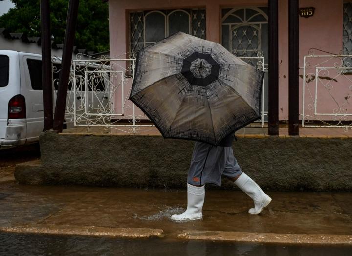 Ida toi Kuubaan sateita. LEHTIKUVA / AFP