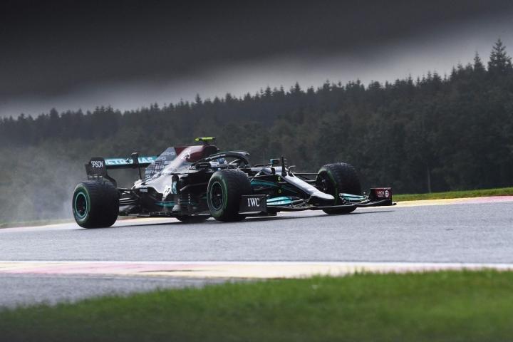 """Bottas korvaisi Alfa Romeolla Kimi Räikkösen, 41, jonka huiman pitkälle F1-uralle näin ollen """"lähes varmasti laskeutuisi esirippu"""" kuten The Sun maalailee. LEHTIKUVA / AFP"""