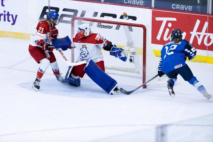 Ottelun ratkaisi Suomelle Sanni Vanhanen ajassa 35.01. LEHTIKUVA/handout/TIINA PUPUTTI/SUOMEN JÄÄKIEKKOLIITTO