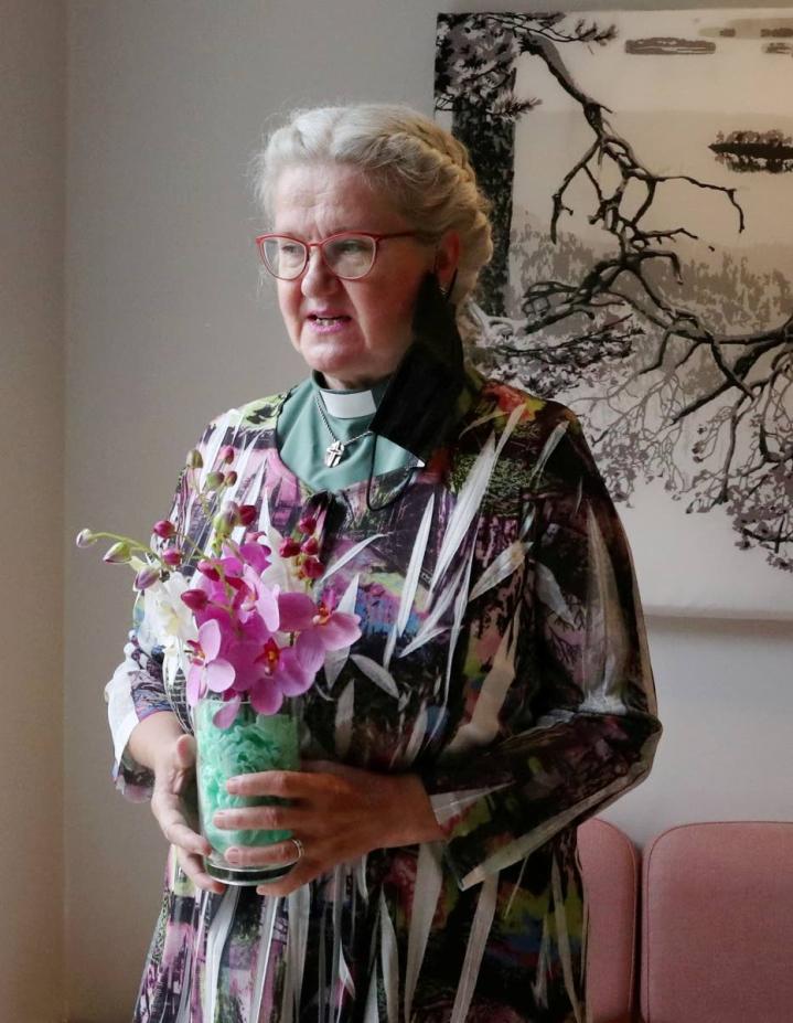 Diakonissa Merja Tuononen työskentelee Pielisensuun seurakunnassa.