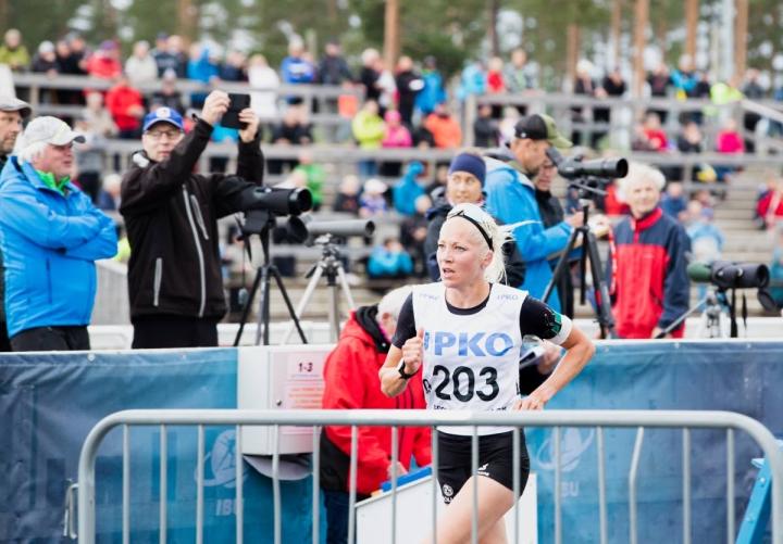 Kaisa Mäkäräinen otti kaksi Suomen mestaruutta ja viestin SM-hopean viikonloppuna ampumajuoksun SM-kisoissa. Mäkäräinen kuvattuna vuosi sitten vastaavissa kisoissa Kontiolahdella.