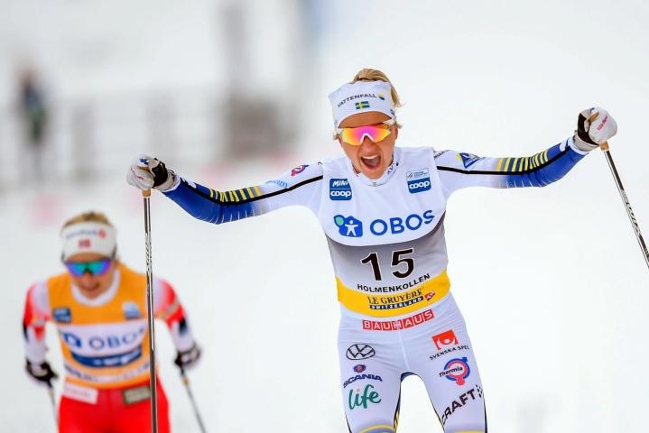 Frida Karlsson (oikealla) pyrkii tekemään olympiadebyyttinsä Pekingissä. LEHTIKUVA/AFP