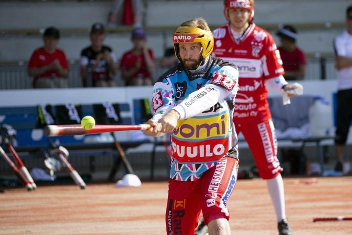 Juho Toivola löi neljä juoksua, kun IPV varmisti ensimmäisen pudotuspelipaikan Superpesiksessä sitten kauden 1993. LEHTIKUVA / Lauri Heino