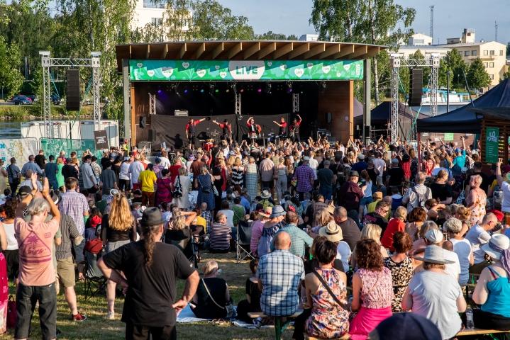 Ilosaaressa on tänä kesänä järjestetty useita konsertteja. Kuva Ilovaarista.