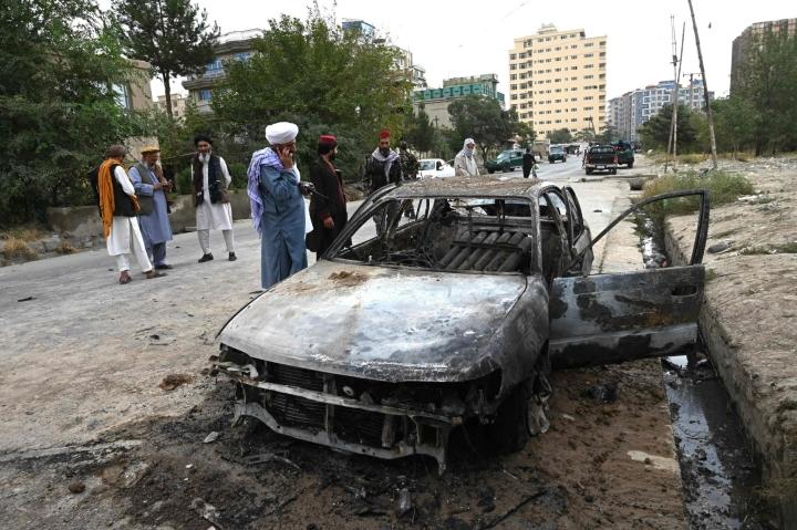 AFP:n mukaan asukkaat ovat kertoneet myös raketin sirpaleita pudonneen kaduille. LEHTIKUVA/AFP
