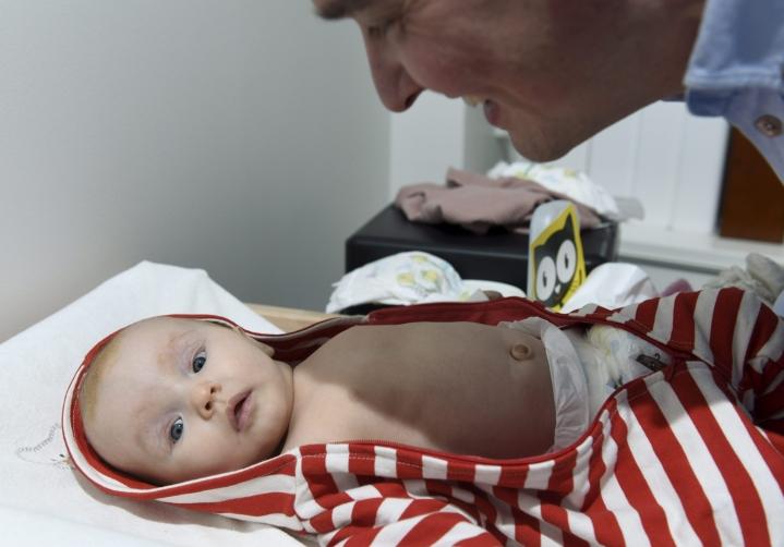 Juuan vanhempia rassaa neuvolan terveydenhoitajien vaihtuvuus. Kuvituskuva.