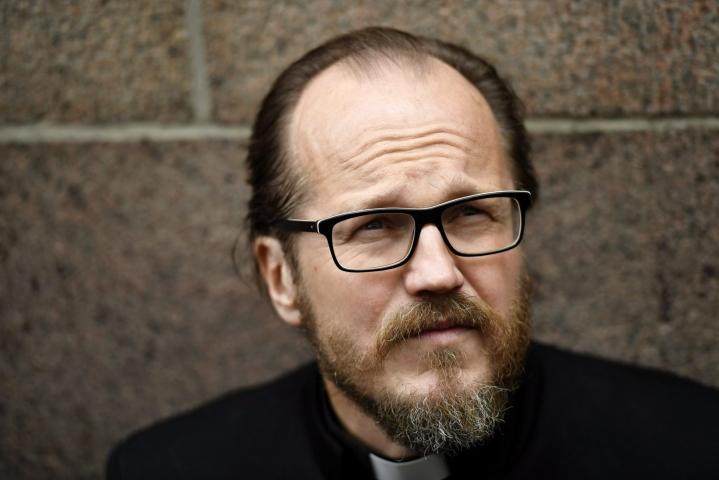 Kirkkoa rajusti arvostellut pastori Kai Sadinmaa uskoo menettävänsä pappisoikeutensa pysyvästi. LEHTIKUVA / Vesa Moilanen