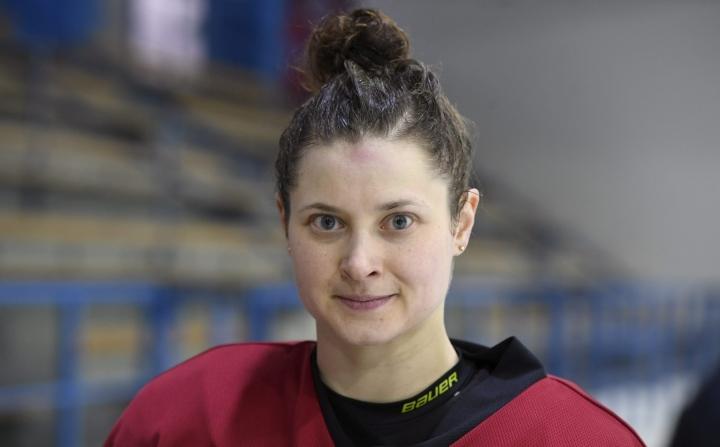 Kapteeni Jenni Hiirikosken mukaan Naisleijonat ovat valmiina kohtaamaan Tshekin. LEHTIKUVA / Heikki Saukkomaa