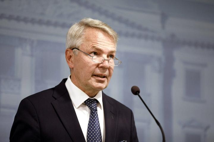 Ulkoministeri Pekka Haavisto (vihr.) kertoi tiistai-iltana, että Suomi on laajentanut Afganistanista evakuoitavien joukkoa.