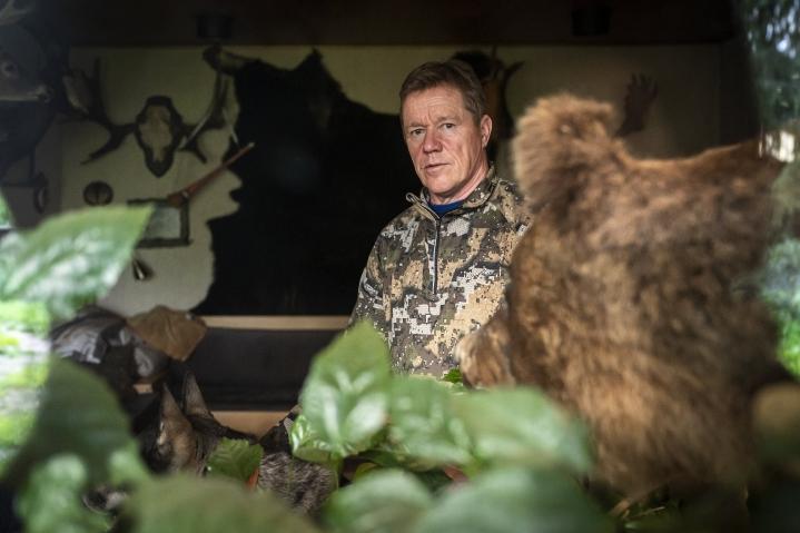 Matti Myllysen kotoa löytyy muun muassa Kesälahdelta kaadettu karhu, joka on täytettynä esillä olohuoneessa.