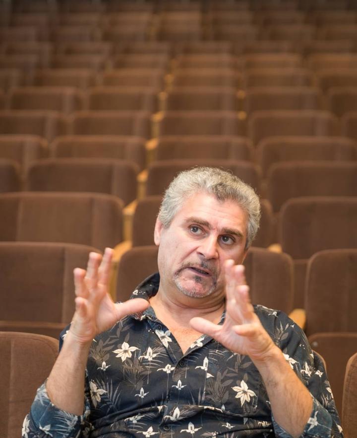 Kemal Achourbekov on Rajaton taide -festivaalin taiteellinen johtaja.